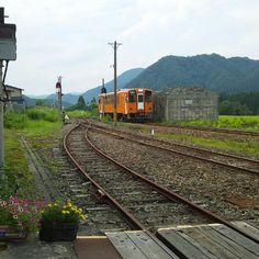 比立内駅上り列車到着。 Photo by taira_fujita • Instagram