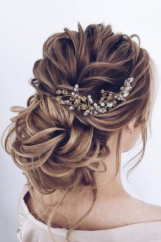 if you are looking for Hairstyles For Graduation, here are the collections of best Half Up Half Down Hairstyles For Long Hair along with Graduation Hairstyles To Pair With Your Cap And Look… Down Hairstyles For Long Hair, Wedding Hairstyles For Long Hair, Wedding Hair And Makeup, Latest Hairstyles, Bridal Hair Updo Loose, Bridal Updo, Formal Hairstyles, Hairstyles For Graduation, Hairstyles For Weddings Bridesmaid