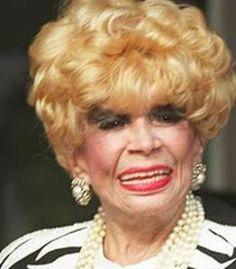 Dercy Gonçalves - (1907-2008)  foi uma atriz, humorista e cantora brasileira, oriunda do teatro de revista, notória por suas participações na produção cinematográfica brasileira das décadas de 1950 e 1960. Celebrada por suas entrevistas irreverentes, bom humor e emprego constante de palavras de baixo calão, foi uma das maiores expoentes do teatro de improviso no Brasil