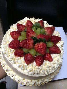 Vanilla custard and strawberry cake