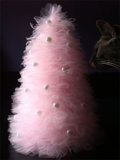 Tulle Tree Tutorial: This would also be super cute in green, or even with two alternating colors.