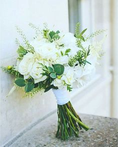 Gorgeous 30 Awesome Hand Tied Bouquet For Your Wedding https://weddmagz.com/30-awesome-hand-tied-bouquet-for-your-wedding/ #weddingbouquets