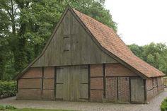 vakwerkschuur op Boerskotten Old Farm Houses, Modern Buildings, Stables, Netherlands, Holland, Shed, Barn, Farmhouse, Outdoor Structures