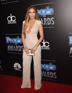 Pin for Later: Die Stars zeigten Individualität bei den People Magazine Awards Jennifer Lopez in Naeem Khan