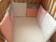 Tour de lit coussin étoile rose et gris  Création sur mesure, broderie prénom possible  www.foul-art.com www.facebook.com/myfoulart