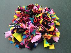 DIY: Let Your Dog Dig For Food And Treats In This Entertaining Snuffle Mat dog diy room ideas Brain Games, Dog Toys For Boredom, Diy Toys For Dogs, Diy Dog Toys Fleece, Plastic Dog House, Dog Enrichment, Dog Puzzles, Dog Games, Dog Activities
