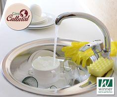 Você sabia? Os ingleses lavam a louça de maneira diferente dos brasileiros. O costume é colocar água quente com detergente na pia e mergulhar os pratos para retirar a sujeira. O enxágue é feito depois.