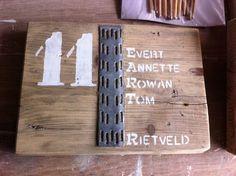 Naambordje met huisnummer steigerhout