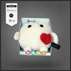 Peluche Baby Cupido Dooodolls Saint Valentin. Une petite peluche Dooodolls vraiment très originale et design. Cupido est du signe du zodiaque Poisson.