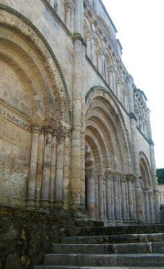 Eglise romane Saint Jacques d'Aubeterre sur Dronne, Gironde Architecture Romane, Architecture Religieuse, Charentes, Poitiers, Saint Jacques, Chapelle, Romanesque, Midi, Styles