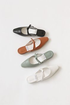 Biggest Women S Fashion Brands Key: 4107815768 Fab Shoes, Dream Shoes, Sock Shoes, Me Too Shoes, Shoe Boots, Shoes Sandals, Looks Style, Hiking Shoes, Beautiful Shoes