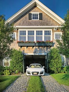 Car Barn Edgartown, Martha's Vineyard Shingle Style Shingle Style Cottage Cottage Traditional Traditional Entryway Front Facade GarageCarport Entryway Front Facade GarageCarport by Patrick Ahearn Architect Carriage House Garage, Garage House, Interior Exterior, Exterior Design, Garage Design, Garage Exterior, Cobblestone Driveway, Shingle Style Homes, Car Barn