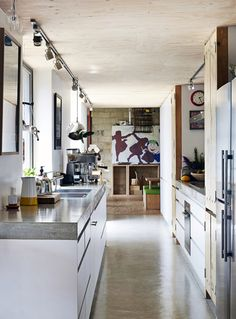 Chão no teto ou teto no chão? Veja mais: http://casadevalentina.com.br/blog/detalhes/chao-no-teto-ou-teto-no-chao-2937 #decor #decoracao #interior #design #casa #home #house #idea #ideia #detalhes #details #modern #moderno #style #estilo #casadevalentina #kitchen #cozinha