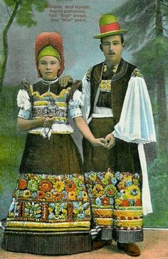 A Hungarian couple in traditional embroidered costumes - Art Kaleidoscope Hungarian Embroidery, Folk Embroidery, Embroidery Patterns, Folklore, Stitch Head, Chain Stitch Embroidery, Folk Music, Folk Costume, Embroidery Techniques