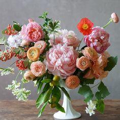 A pop of color. Kiana Underwood | Tulipina | Floral Designer #tulipina November #2015