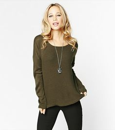 We totally fell for this army green sweater. Green Sweater, Army Green, Fashion Beauty, Cool Outfits, That Look, Hair Beauty, Tunic Tops, Stitch, Dining