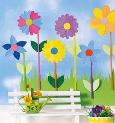 Papír virágok szívószál szárral - tavaszi ablakdekoráció papírból