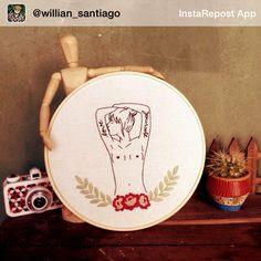 @willian_santiago recebeu seu bordado lá em Londrina e fez uma foto linda para nos mostrar! Adoramos a composição  Você também já recebeu sua encomenda? Manda uma foto para nós de onde o bordado está morando ou poste uma foto com a hashtag #clubedobordado     #pr #sp #brasil #embroidery #order #decor #wall #cactus #lomo #regram #clientefeliz