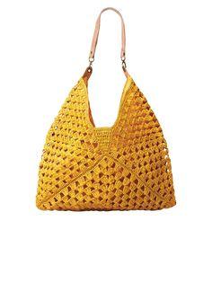 Bolsa com grandes quadrados de crochê