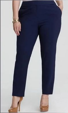 Tight pants for size we sew for the evening . Bermuda Social, Girl Fashion, Womens Fashion, Fashion Design, Fashion Trends, Mode Man, Plus Size Fashion For Women, Handmade Clothes, Free Sewing