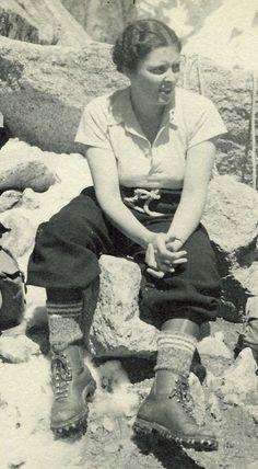 1937 Hiking Vintage Swim, Mode Vintage, Vintage Ladies, Vintage Wardrobe, Vintage Outfits, Vintage Fashion, Camping Outfits For Women, Hiking Outfits, Adventure Style