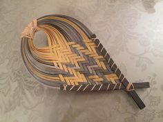 Making Baskets for the Joy of It Paper Weaving, Weaving Textiles, Weaving Art, Bamboo Weaving, Willow Weaving, Textiles Techniques, Weaving Techniques, Pine Needle Crafts, Basket Weaving Patterns
