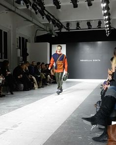 Illustrated blog on avantgarde fashion design, graduate and young designers