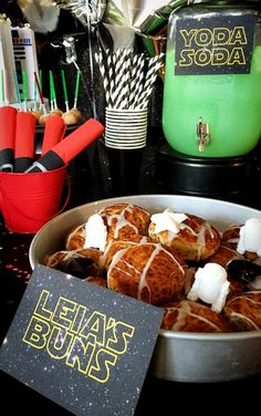 There's nothing like Yoda Soda and Leia's Buns to get a Star Wars viewing party started right! ==