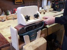 Woodworking projects - You may make reusable sanding blocks that are tailor made to suit your needs. Just cut a bit of wood in the dimensions your existing job requires. This will provide you with a custom sanding block. Woodworking Workshop, Woodworking Jigs, Woodworking Projects, Woodworking Magazines, Woodworking Furniture, Wood Tools, Diy Tools, Woodshop Tools, Knife Making Tools