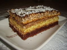 Dorothy Sweet: Prajitura cu trei feluri de blat Healthy Desserts, Dessert Recipes, Romanian Food, Something Sweet, Banana Bread, Caramel, Food And Drink, Ice Cream, Pie