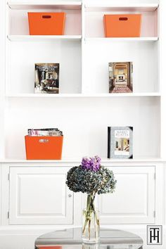 The ac-cents are books, Hermes throws and orange Madura suede boxes. Black Furniture, Furniture Design, New York Brownstone, Japanese Bird, New York Buildings, Glass Candelabra, Wooden Pattern, Interior Architecture, Interior Design