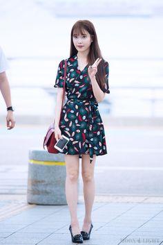 Korean Fashion – How to Dress up Korean Style – Designer Fashion Tips Fashion Idol, Kpop Fashion, Fashion Outfits, Fashion Tips, Fashion Design, Fashion Styles, Style Fashion, Airport Fashion, Korea Fashion