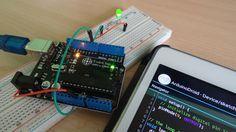 La aplicación de ArduinoDroid permite controlar cualquier elemento de un Arduino desde un teléfono o tablet Android, y te mostramos lo fácil que es hacerlo.