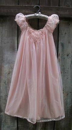 Stunning Vintage Pink Chiffon Nightgown Peignoir Dress Miss Elaine Sz S Vintage Dresses 1960s, Vintage Nightgown, Vintage Outfits, Vintage Fashion, Babydoll, Retro Lingerie, Peignoir, Beautiful Lingerie, Girly Girl