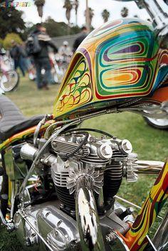 thefoundrymc:    Me encanta este psicodélico trabajo de pintura. Ojala encontrara quien lo replicara en mi moto.    Mad about this psiquedelic paintwork. I would like to find anybody that could replicate it in my bike.