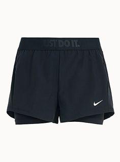 Le double short sport de Nike - Vêtements de Sport et d Entrainement pour  Femme a28131e809b6