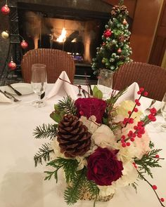 awesome vancouver florist Hope everyone is having cozy Sunday morning! #bistropatis #west4th #frenchbistro #corporateparty #holidaysprit #yvr #vancity #vancitybuzz #Vancouver #heartrose centerpiece #balconifloral by @balconifloral  #vancouverflorist #vancouverflorist #vancouverwedding #vancouverweddingdosanddonts