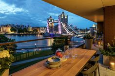 Spend your summer evenings al fresco dining in London at One Tower Bridge, with uninterrupted views of the River Thames, Tower of London and Tower Bridge. It really does offer a luxury living experience. Arrange your viewing today! Luxury Apartments London, London Apartment Interior, Nyc Apartment Luxury, Penthouse London, City View Apartment, Modern Apartment Design, London Dreams, Buy My House, Luxury Homes Dream Houses