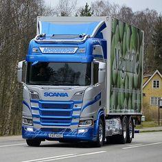 #scania #scaniatruck #nextgenscania #nextgenerationscania #sserie #rserie #scaniav8 #v8power #oldskool #hollandstyle #truckstyle #lotsoflights #swedishperfection #road #transport