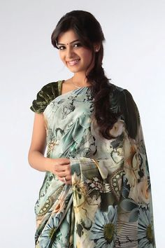Girl next door Samantha charming in a floral saree.