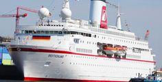 """Deutsche Olympioniken heimgekehrt - Hamburger Hafen - Das Olympia-Team der Bundesrepublik ist mit dem Kreuzfahrtschiff """"MS Deutschland"""" aus London zurückgekehrt."""