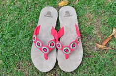 "Typical Wayuu Indian footwear called ""Wayrenas."" Handmade by a member of this tribe with a design called ""Disk"". www.colombiart.co Buy Shoes, Women's Shoes Sandals, Footwear, Indian, Handmade, Stuff To Buy, Design, Fashion, Backpack"