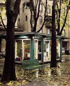 Chiosco librario a Milano