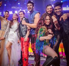 Salman Khan with his Dream Team on Dabangg reloaded tour Jacqueline Fernandez, Bollywood Stars, Bollywood Celebrities, Bollywood Actress, Sonakshi Sinha, Katrina Kaif, Salman Khan, Dream Team, Indian Beauty