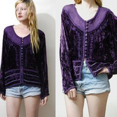 90s Vintage PURPLE Дробленый Velvet Top блузка рубашка с длинными рукавами Кнопка вниз Gypsy Bohemian Хиппи Ватные брейдингу 1990-VTG SML