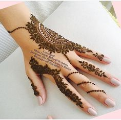 Mehndi designs have been used to brighten the brides feet for a long time. Check out these amazing foot mehndi designs for more! Henna Hand Designs, Mehndi Designs Finger, Mehndi Designs For Girls, Modern Mehndi Designs, Mehndi Design Pictures, Mehndi Designs For Fingers, Beautiful Henna Designs, Latest Mehndi Designs, Bridal Mehndi Designs