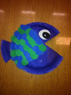 Cool Color Fish (Warm color in separate photo): 1st Grade art project. Very simple. We used paper plates, construction and tempera paint cakes!