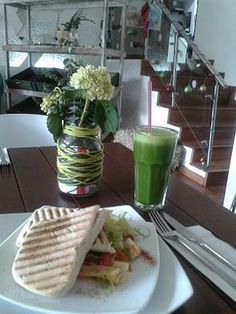 embracebogota | #GreenSmoothies: Why you should be drinking them & where to get one in #Bogotá. #Vegetarian #VegFood