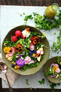Wildflower & Arugula Salad with Orange Blossom Vinaigrette & Farmer's Cheese Food photography, food styling Plats Healthy, Easter Side Dishes, Farmers Cheese, Cheese Food, Cheese Salad, Orange Salad, Yummy Food, Tasty, Flower Food