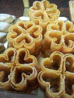 Receta tradicional de Florones Castellanos - El Aderezo - Blog de Recetas de Cocina Spanish Desserts, Spanish Dishes, Fancy Desserts, Delicious Desserts, Mexican Food Recipes, My Recipes, Sweet Recipes, Cookie Recipes, Dessert Recipes